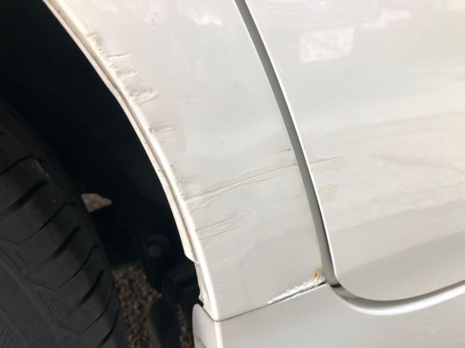 22年式プリウス 運転席後ろ リアバンパー板金修理 リピーター様
